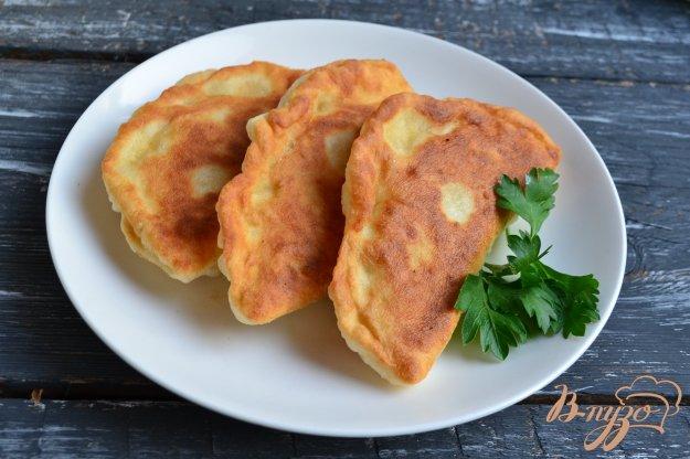 фото рецепта: Лепешки на кефире с куриным фаршем