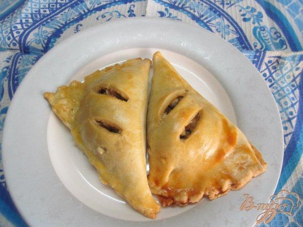 фото рецепта: Пирожки с начинкой из вареного мяса оливок и яйца