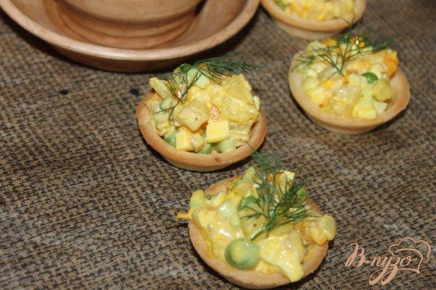 фото рецепта: Песочные тарталетки с салатом на праздник