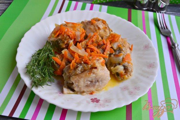 фото рецепта: Хек тушеный с луком и морковью