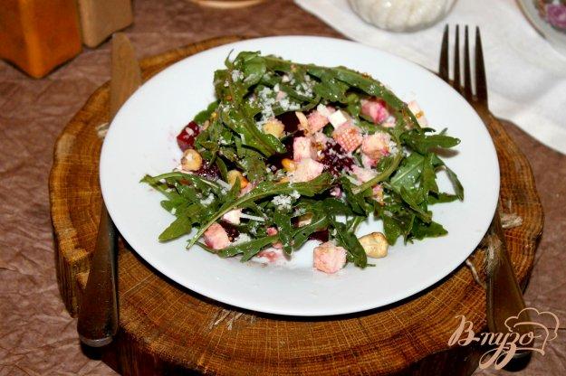 фото рецепта: Салат со свеклой, брынзой и рукколой