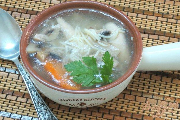 фото рецепта: Курино грибной бульон с вермишелью