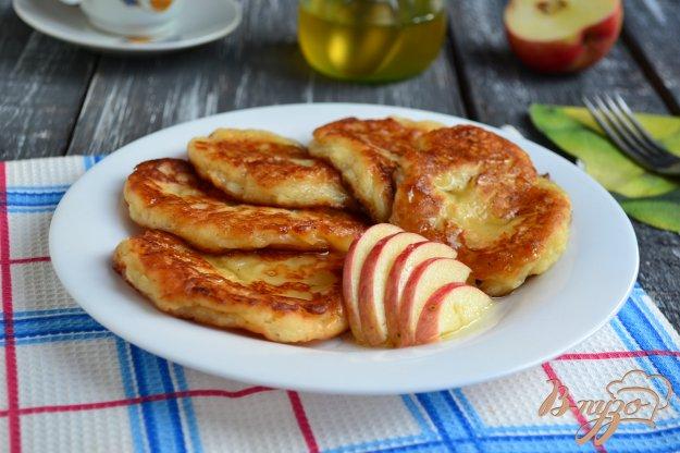 фото рецепта: Оладьи на сметане с яблоками