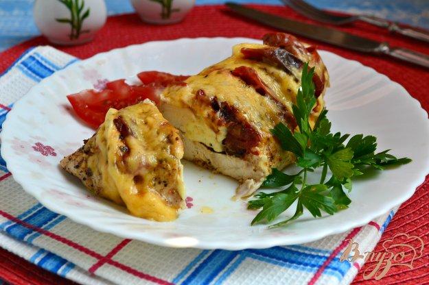 фото рецепта: Куриное филе с брынзой и вялеными помидорами на пару