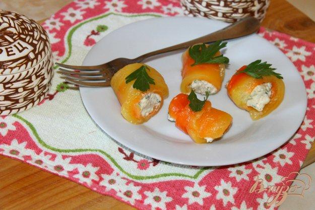 фото рецепта: Рулеты из перца с сырной начинкой