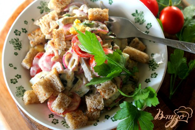 фото рецепта: Салат со свиным языком, баклажаном и яйцом