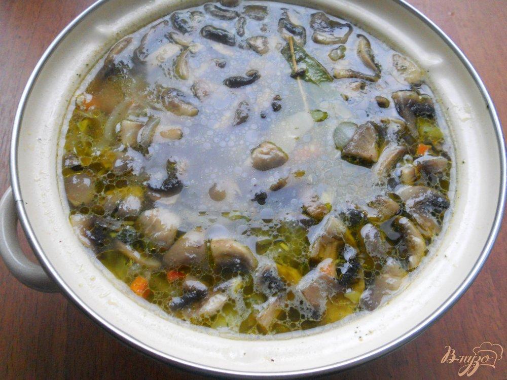 Фото приготовление рецепта: Картофельный суп со свининой и шампиньонами шаг №5
