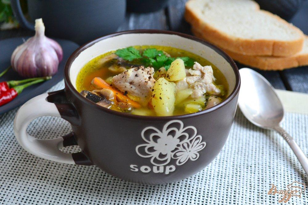 Фото приготовление рецепта: Картофельный суп со свининой и шампиньонами шаг №6