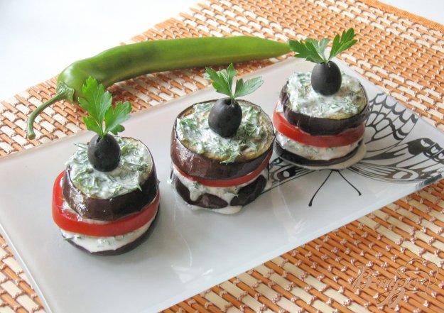 фото рецепта: Баклажаны с  зеленью и острой сметанной начинкой