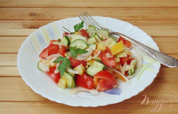 фото рецепта: Салат из помидор, огурцов и перца