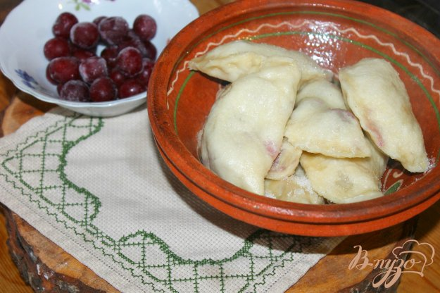 фото рецепта: Паровые вареники с вишнями