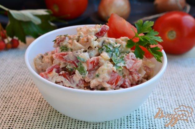 фото рецепта: Салат с курицей, помидорами и брынзой
