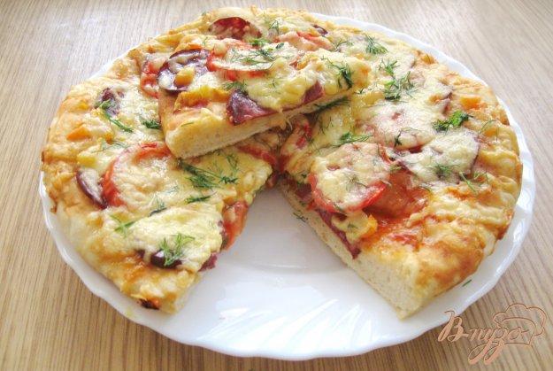 фото рецепта: Пицца с сырокопченой колбасой и болгарским перцем