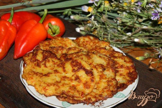 фото рецепта: Драники с кабачком и перцем