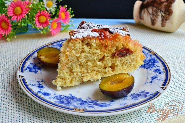 фото рецепта: Пирог со сливами в мультиварке