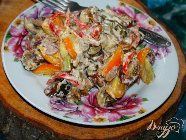 фото рецепта: Салат с жареными шампиньонами, помидорами и сыром