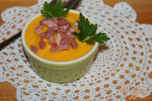фото рецепта: Тыквенно - морковный крем - суп со свиной грудинкой