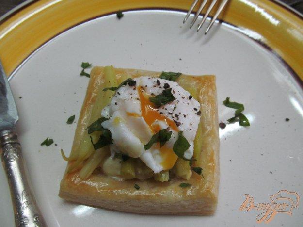 фото рецепта: Тарталетки с фасолью и яйцом пашот