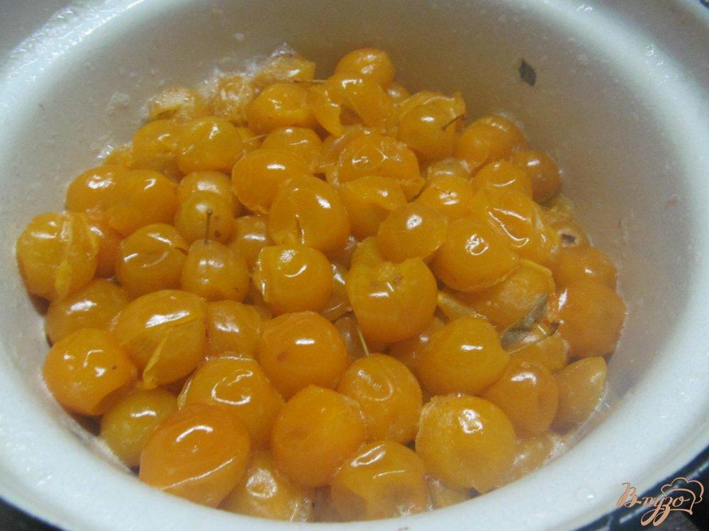 Фото приготовление рецепта: Соус из алычи кисло-сладкий шаг №2