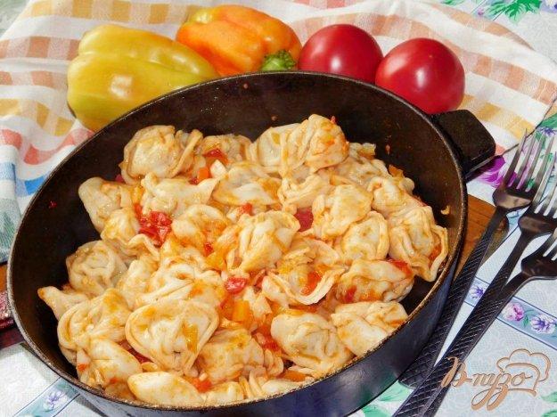 фото рецепта: Пельмени в зажарке с овощами
