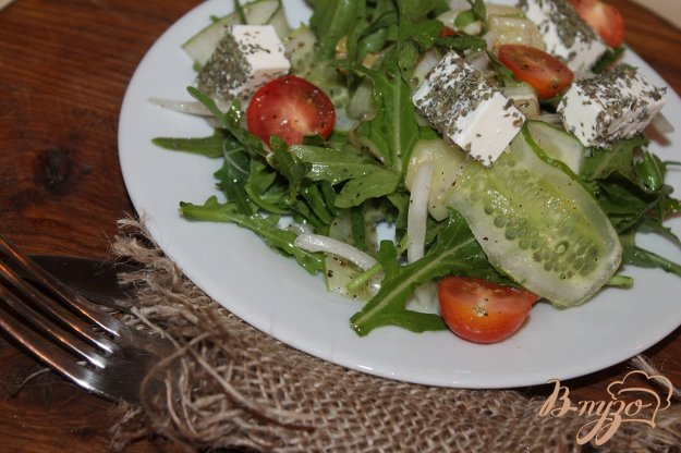 фото рецепта: Салат из рукколы и брынзы