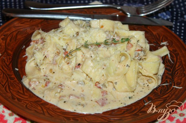 фото рецепта: Тальятелле с баклажаном и колбасой