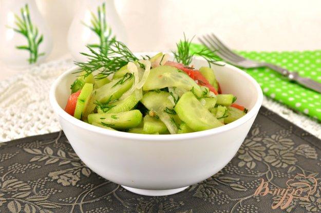 фото рецепта: Быстрый маринованный салат из огурцов и помидоров