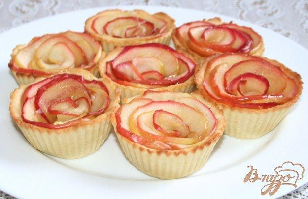 фото рецепта: Песочные тарталетки с карамелизированными яблоками