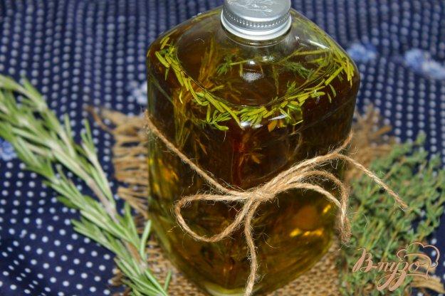 фото рецепта: Ароматное масло с тимьяном, розмарином и чесноком