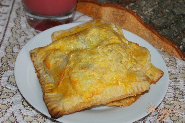фото рецепта: Слойки с сарделькой, помидором и грибами