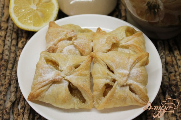 фото рецепта: Слойки с грушей и лимоном