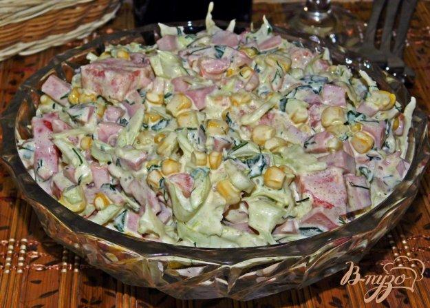 фото рецепта: Салат из свежей капусты с кукурузой и ветчиной