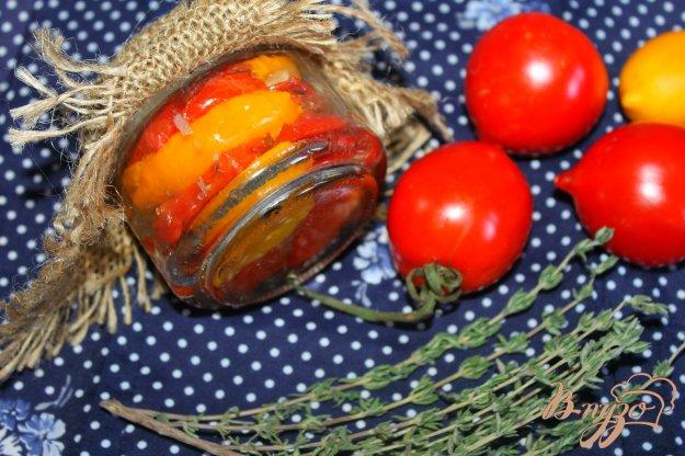 фото рецепта: Печеные помидоры с розмарином и тимьяном