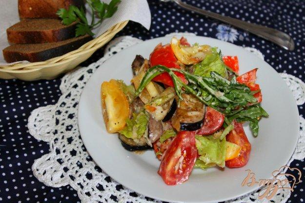 фото рецепта: Салат с куриной печенью, баклажаном и перцем