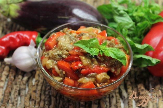 фото рецепта: Пикантный салат из печеных баклажан и перца