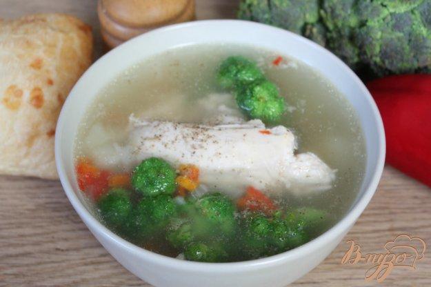 фото рецепта: Куриный суп с брокколи и перцем