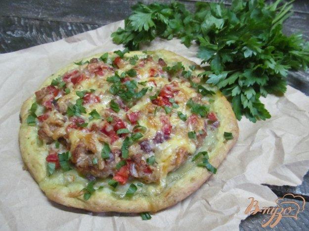 фото рецепта: Открытый пирог с фаршем и помидором