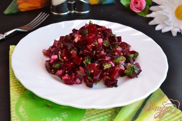 фото рецепта: Салат из свеклы с луком и французской горчицей