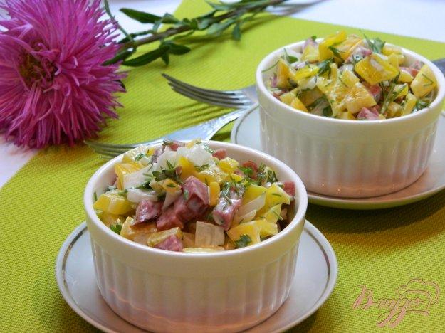 фото рецепта: Салат из сервелата и болгарского перца