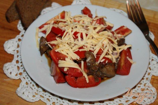 фото рецепта: Салат с печенью, помидорами, луком и сыром