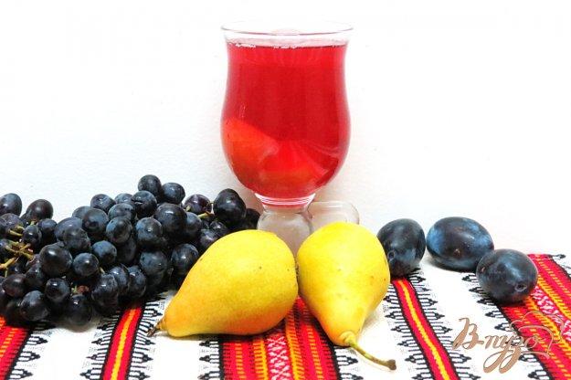фото рецепта: Компот из груш, слив и винограда