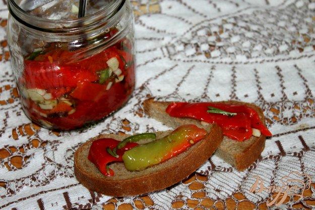 фото рецепта: Закуска из печеного сладкого перца с чили и травами