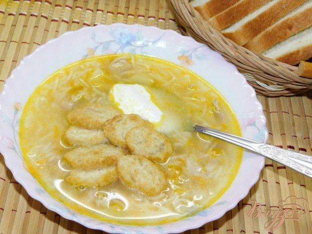 фото рецепта: Детский суп с вермишелью и сухариками