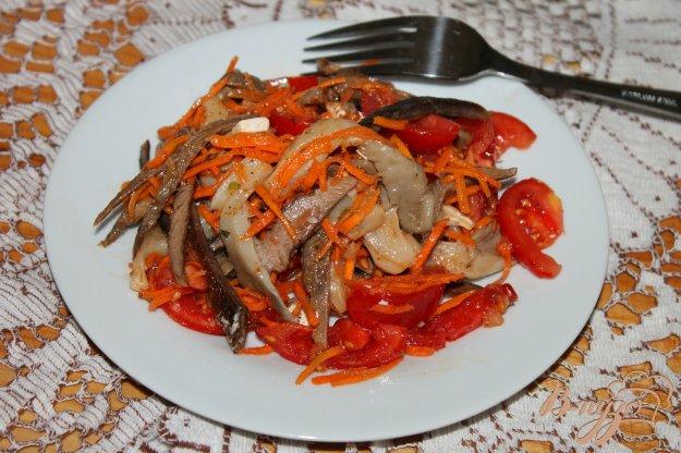фото рецепта: Салат с маринованными грибами, мясом и помидорами