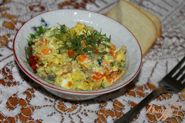фото рецепта: Салат с маринованными грибами, картофелем, яйцом и огурцом