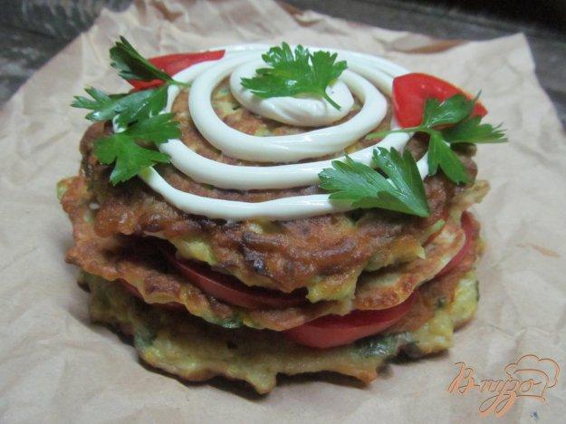 фото рецепта: Кабачковая закуска с помидором и сырной начинкой