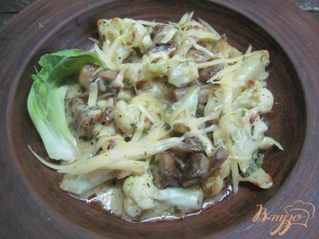 фото рецепта: Теплый салат из цветной капусты с шампиньоном