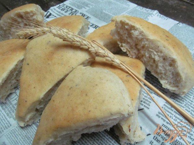 фото рецепта: Треугольники из ржаной муки с чесноком и травами