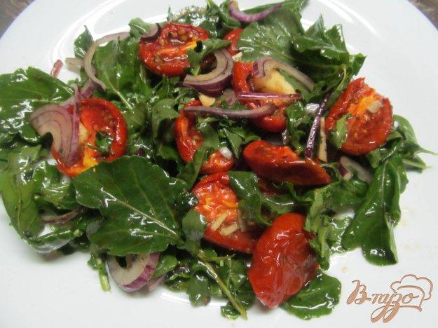 фото рецепта: Салат с печеными томатами и рукколой