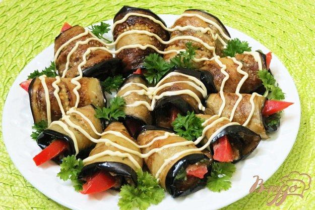 фото рецепта: Баклажановые рулетики с орехами, зеленью и чесноком